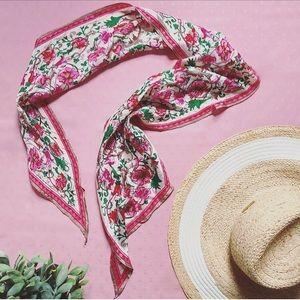 🌷Oscar De La Renta Silk Floral Scarf🌷